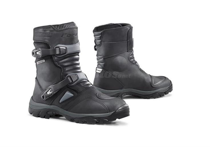 botas FORMA ADVENTURE CORTA WATERPROF negro