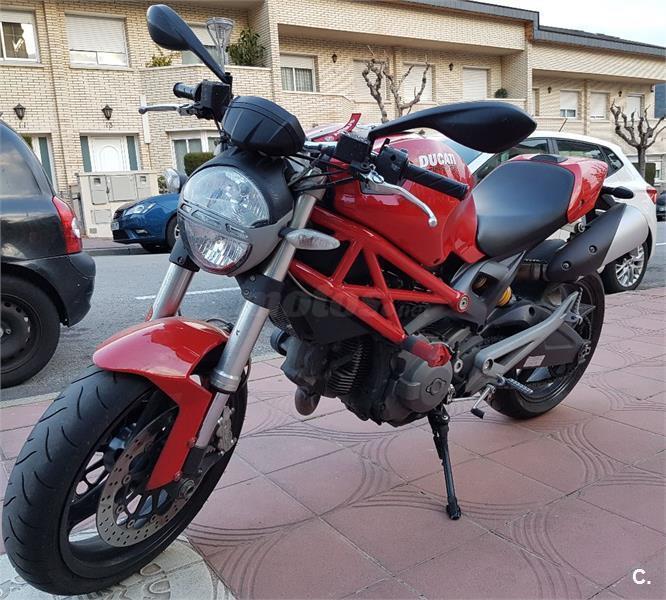 ducati monster 696 696 de color rojo del a o 2010 con 47000km barcelona 6634494. Black Bedroom Furniture Sets. Home Design Ideas