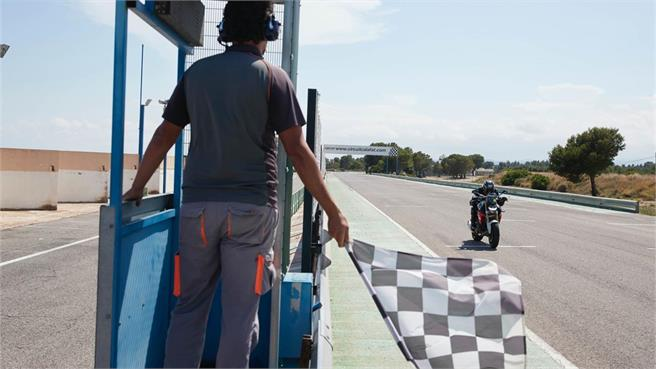 BMW F 900 R: moto para todos los públicos