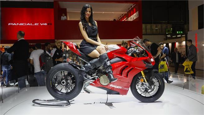 Ducati Panigale V4 R: por vías públicas