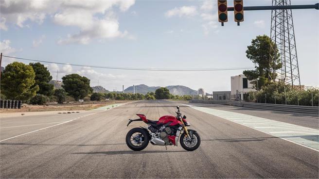 La naked más parecida a una Superbike, con 208CV