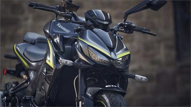 Honda CB 1000R+ versus Z 1000 R Edition