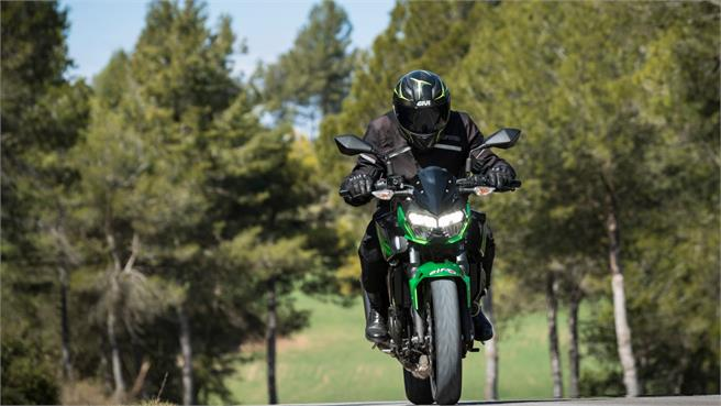 Kawasaki Z400: Al límite peso/potencia
