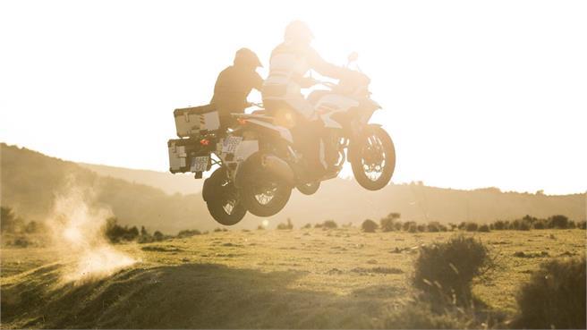 Macbor Montana XR5: Trail bicilíndrica de 500