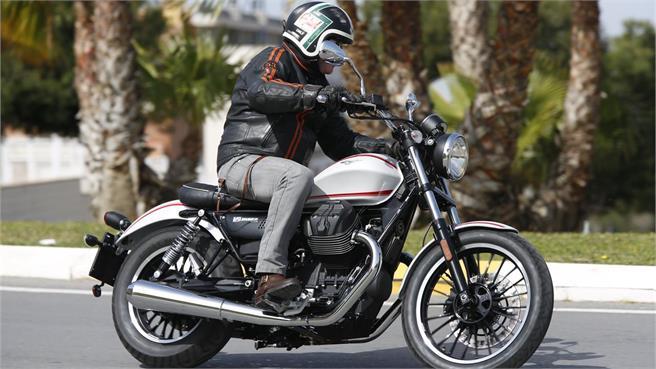Presentación Moto Guzzi V9