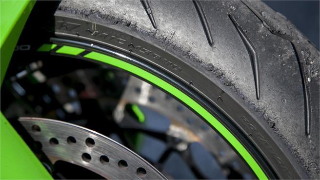 Pirelli Rosso III: De la calle a pista