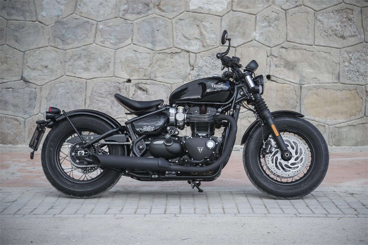 Fotos Indian Scout Bobber vs Triumph Bonneville Bobber ...
