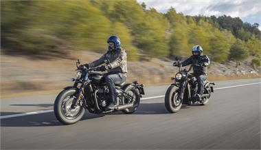 Indian Scout Bobber vs Triumph Bonneville Bobber Black