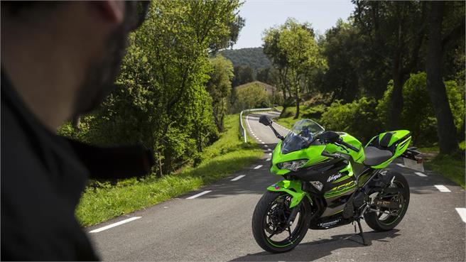 Kawasaki Ninja 400: Alma de competición