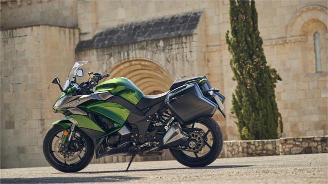 Kawasaki H2 SX SE vs Z1000 SX
