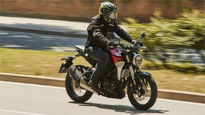KTM 390 Duke y Honda CB300R: Carnet A2
