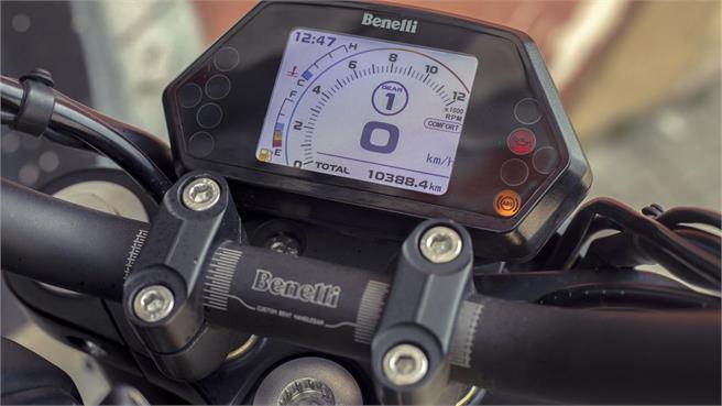 Benelli 502 C, custom para el carnet A2 que parece una Ducati Diavel