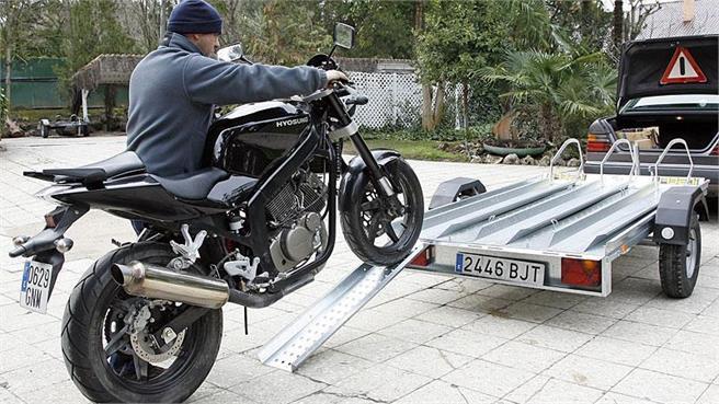 Remolques: cómo transportar la moto