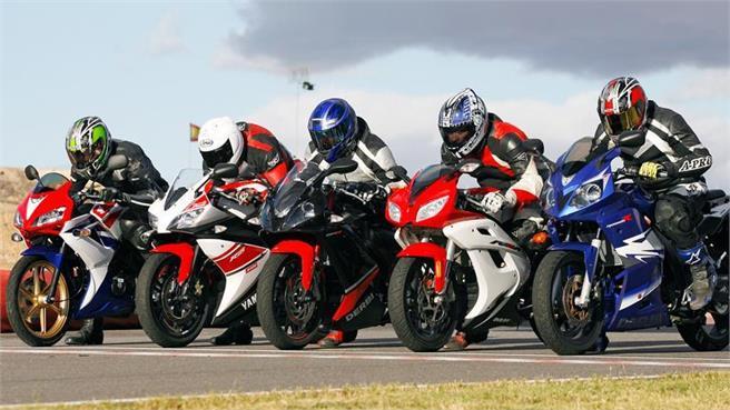 Ducati Monster  Vs Yamaha R