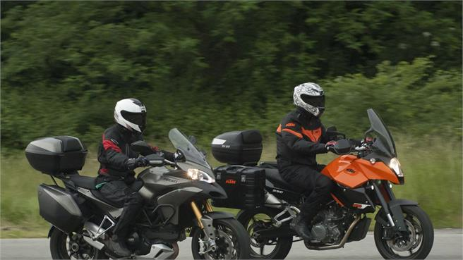 Comparativo Ducati MTS 1200S Touring / KTM 990 SMT