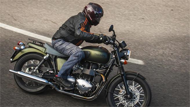 Triumph Bonneville Vs Kawasaki W800 Reviewmotorsco