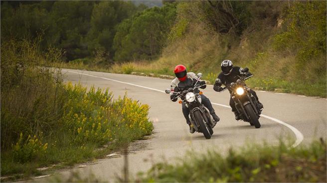 Triumph Bonneville T120 Yamaha XJR1300