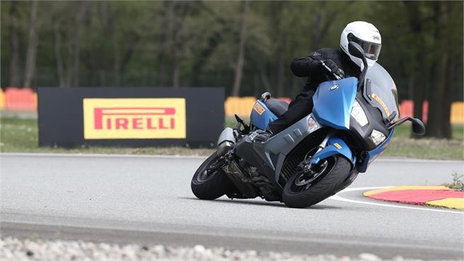 Pirelli Angel y Diablo Rosso Scooter