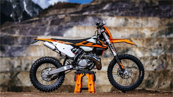 2018 ktm two stroke fuel injection. simple injection first ride  2018 fuel injected ktm 250xcw twostroke to ktm two stroke fuel injection