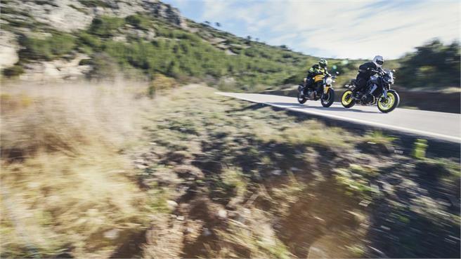 Ducati Monster 821 vs Yamaha MT-09