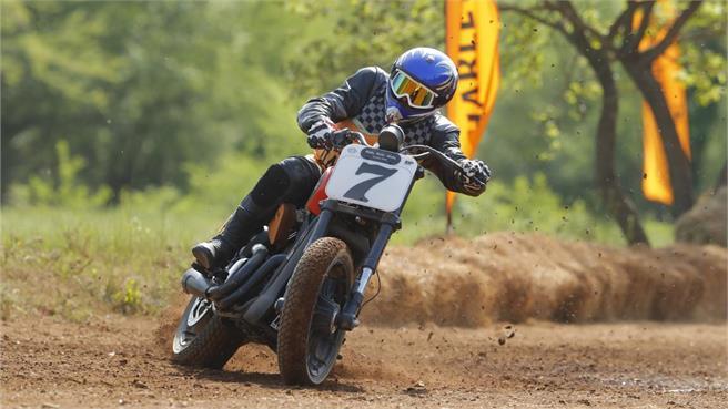 Dirt Track: Derrapé con la Street Rod