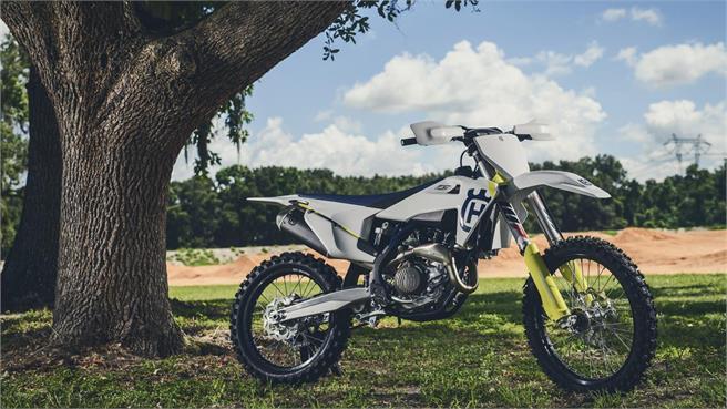 Husqvarna MX 2019: Non stop R-Evolution