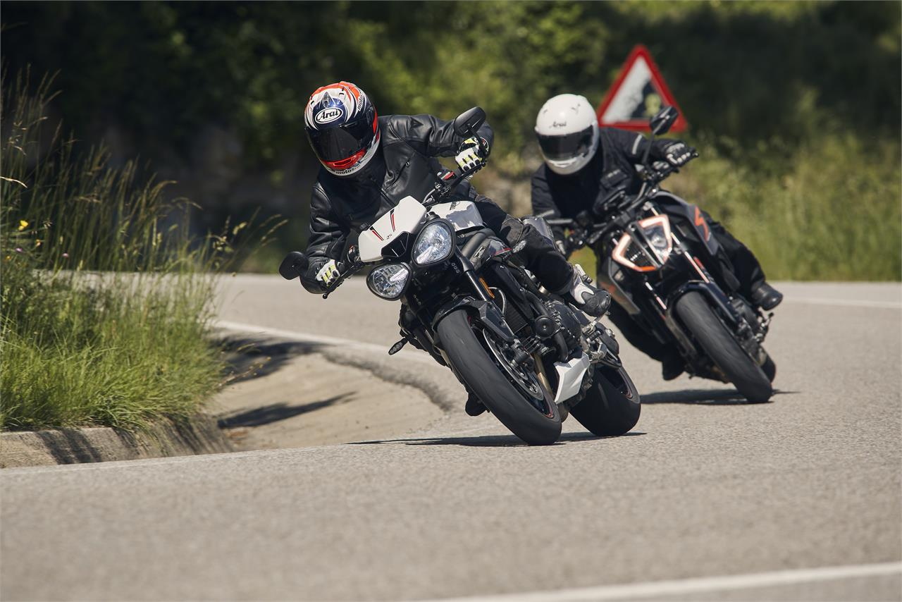 KTM 1290 Super Duke R vs Triumph Speed Triple RS: Explosivas a rabiar - foto 3