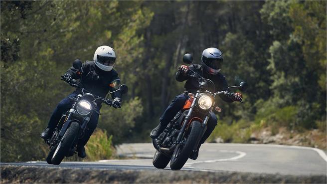 Ducati Scrambler vs Husqvarna Svartpilen