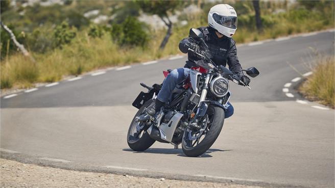 Honda CB125R vs KTM 125 Duke