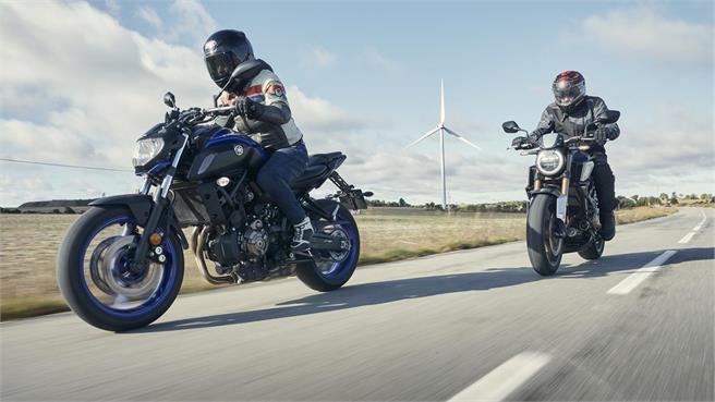 Honda CB650R vs Yamaha MT-07: naked A2