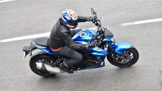 Suzuki GSX-S750 A2