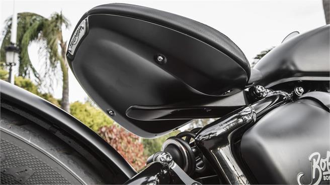 Triumph Bonneville Bobber Black: Clásica