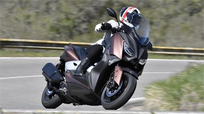 Yamaha X-MAX 300: Resuelve tus necesidades, sacia tus deseos