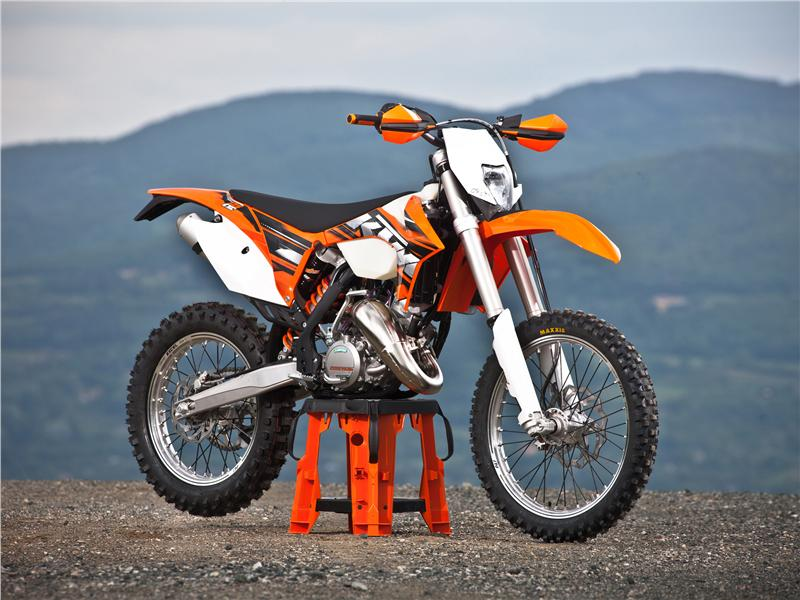 fotos presentaci n gama ktm 2013 enduro cross 125 exc. Black Bedroom Furniture Sets. Home Design Ideas